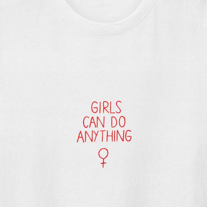 Camiseta Bordada Girls Can Do Anything