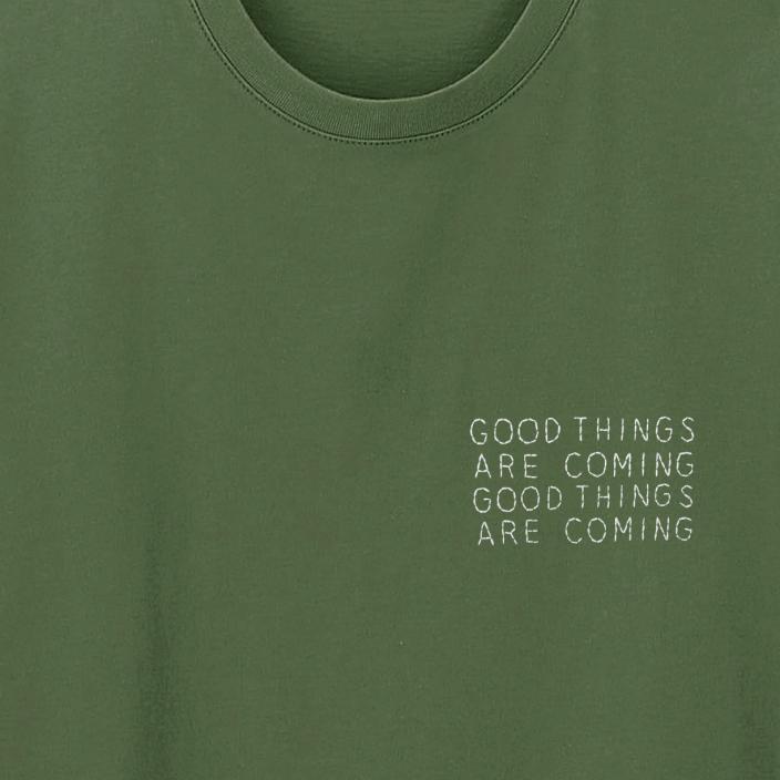 Camiseta Bordada Good Things Are Coming